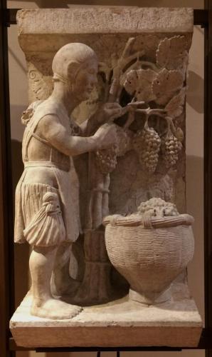 Vendemmia (Settembre), 1225-30 circa. (Maestro dei Mesi di Ferrara, pietra di Verona). cm 92,5x48x38